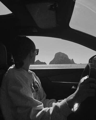 Получить права и водить машину