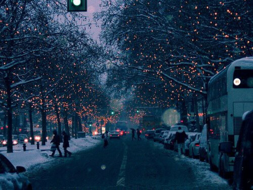 Прогуляться по украшенной улице