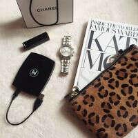 Универсальная зарядка с зеркальцем  Пудра Chanel 8000 mAh Черная