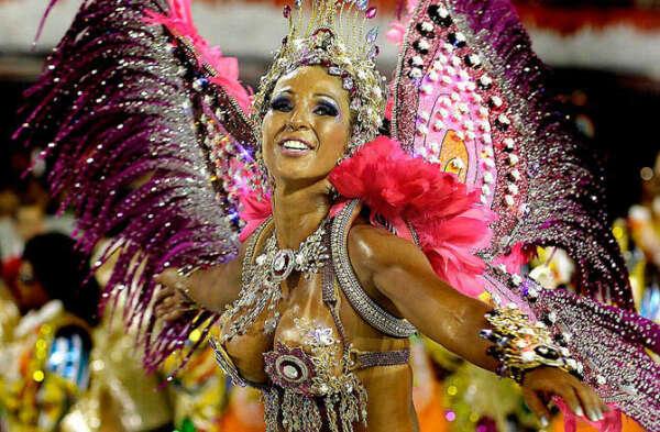 участвовать в карнавале в Рио