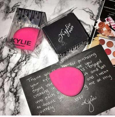 Бьюти блендр от Kylie