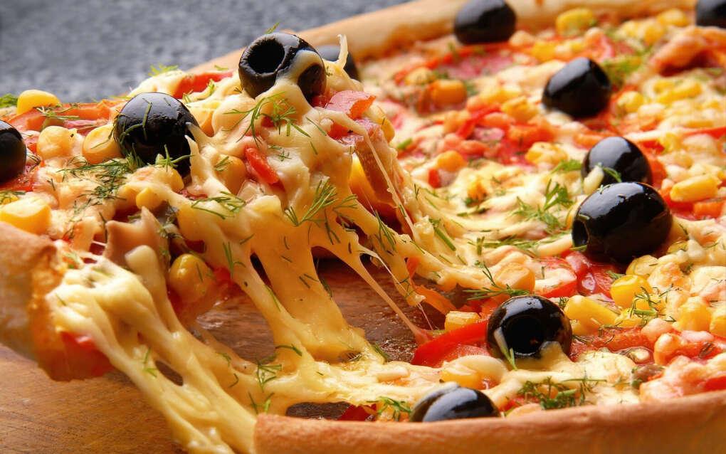 Приготовить вместе пиццу