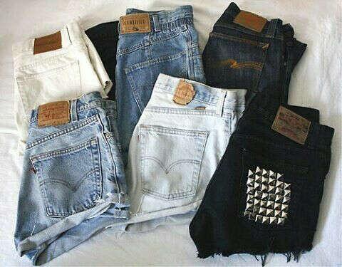 Много модных шорт