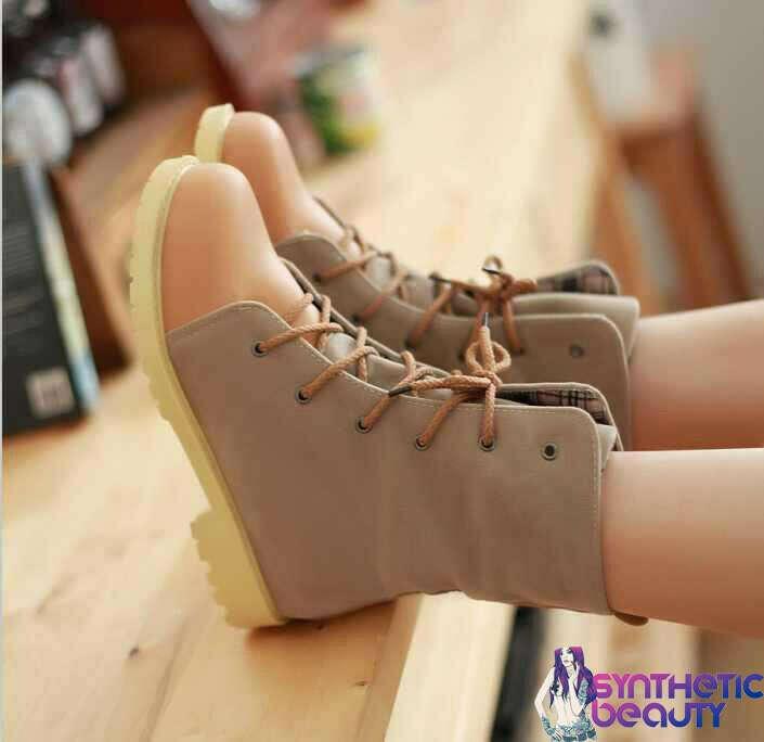 Бежевые ботинки на толстой подошве