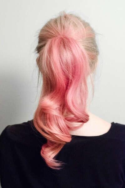 покрасить кончики в розовый цвет