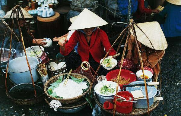 Попробовать фо бо во Вьетнаме