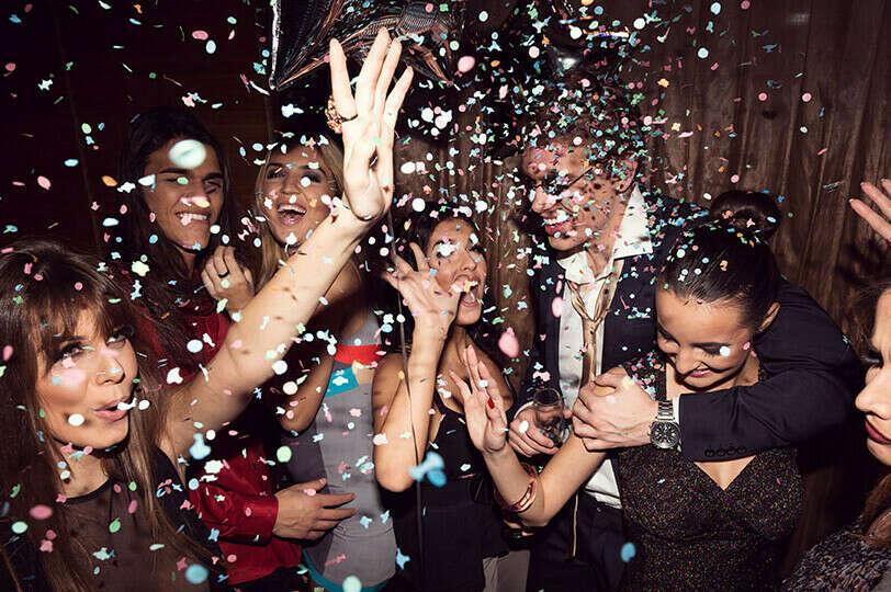 Устроить большую вечеринку с друзьями