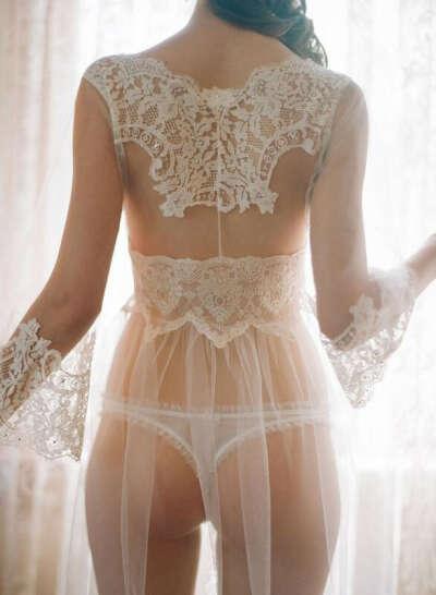 красивое белое кружевное белье