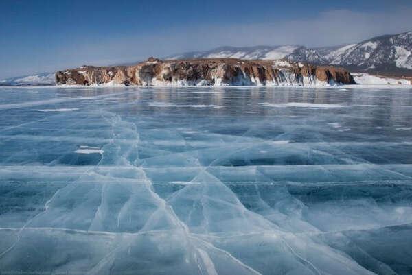 Прогуляться по застывшему озеру Байкал