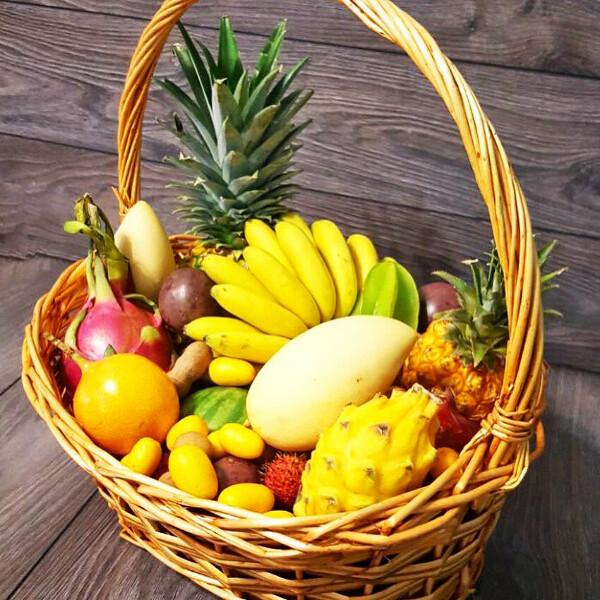 Корзина экзотических фруктов. МАНГО