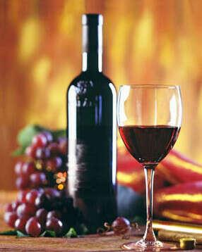 Бутылка хорошего красного вина