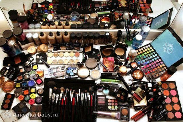 Хочу целый чемодан новенькой профессиональной косметики  и кисти MAC :-)