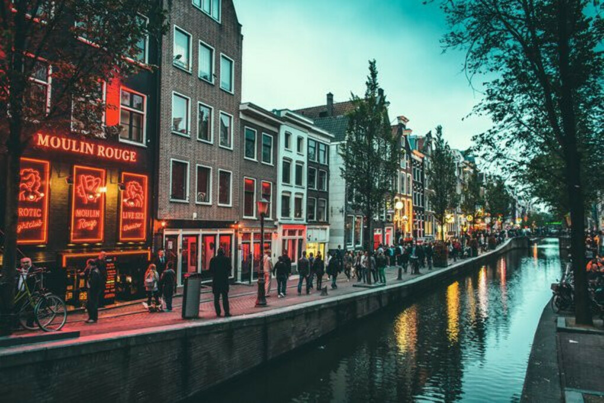 Поехать в Амстердам