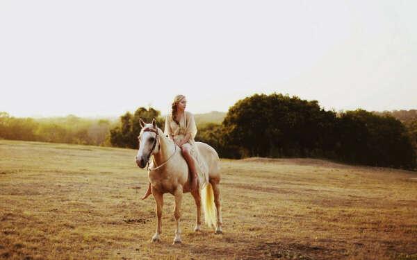 поездка верхом на лошади