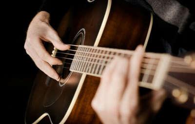 Гитарку хочу. А так же научиться толком на ней играть)