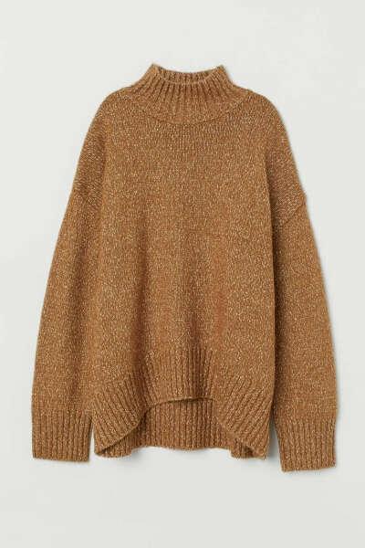 Бежевый свитер оверсайз