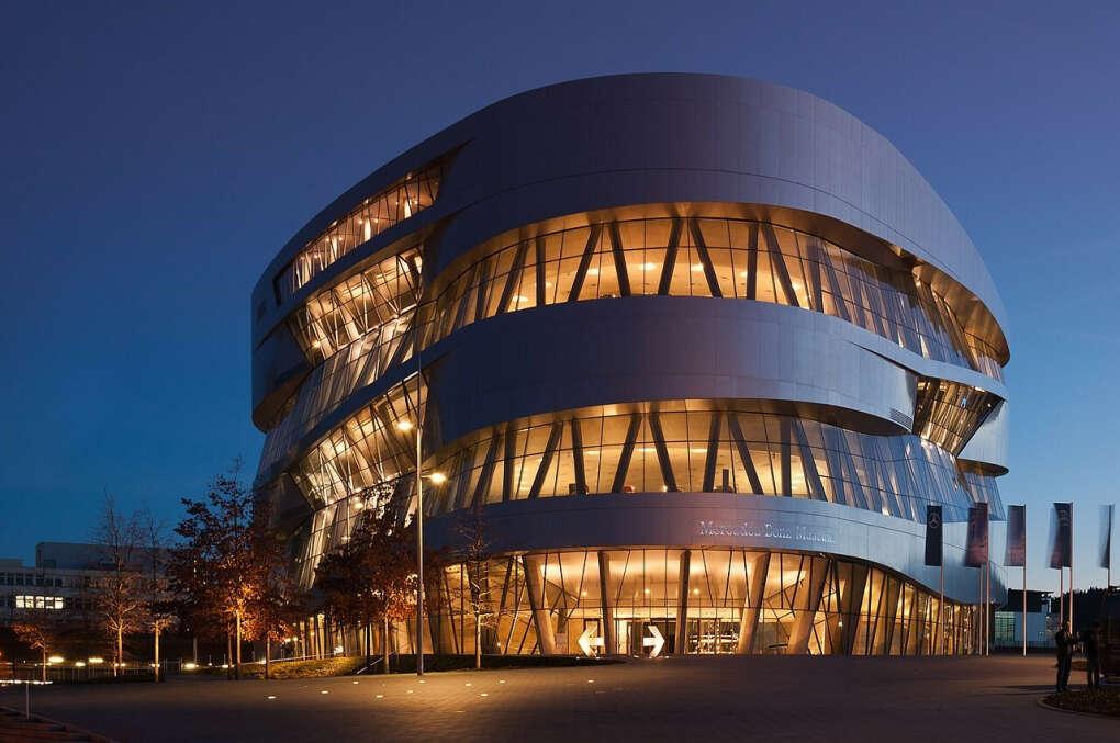 Посетить музей Mercedes Benz в Штутгарте