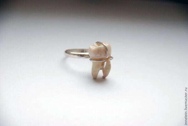 кольцо с человеческим зубом