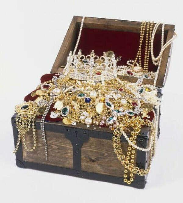 Хочу полный сундучок ювелирных украшений!