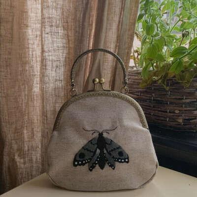 Льняная сумочка с ручной вышивкой