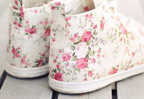 Я хочу кеды в цветочки.