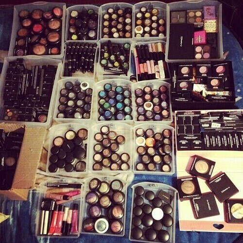 Много ,много косметики