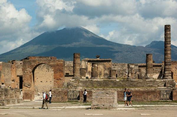 Посмотреть на Помпеи и Везувий