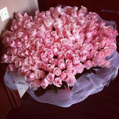 Огромный букет роз