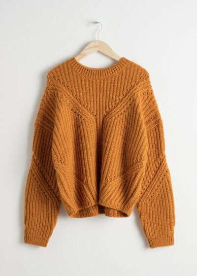 Горчичный объемный свитер