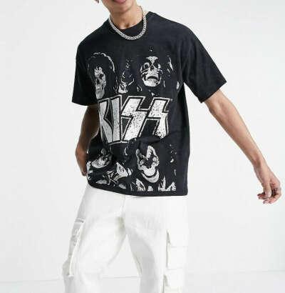 Черная футболка Pull&Bear KISS