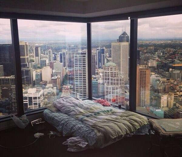 Свою квартиру с такими окнами