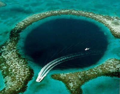 Побывать на Большой голубой дыре (Great Blue Hole), Белиз (Центральная Америка)