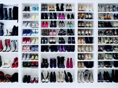Очень много обуви