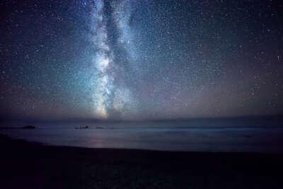 Провести ночь на песчаном пляже под звездным небом