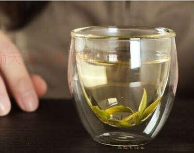 Стеклянная чашка с двойными стенками