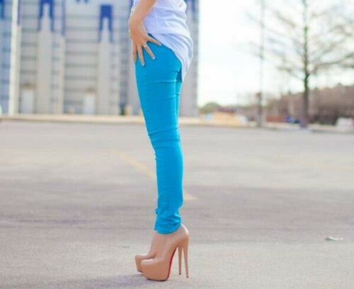 Много ярких джинс!