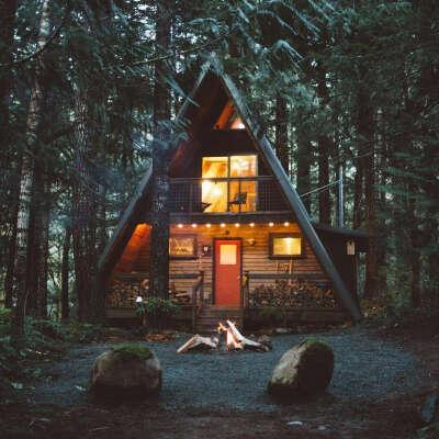 Треугольный дом