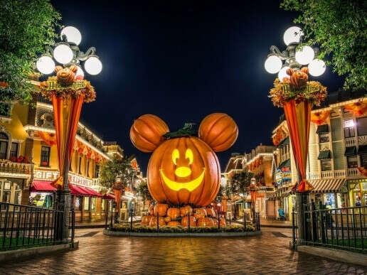 Хэллоуин в Диснейленде, Калифорния США