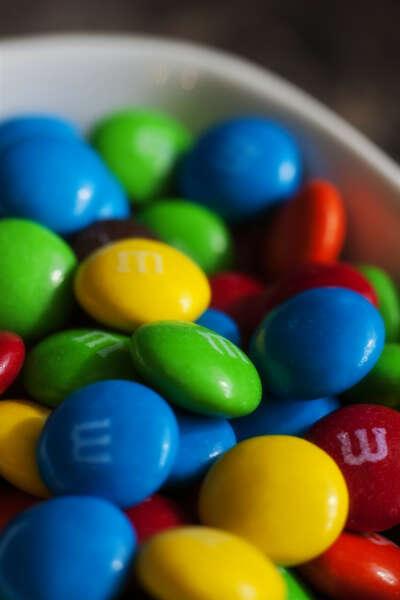 Много конфет m&m