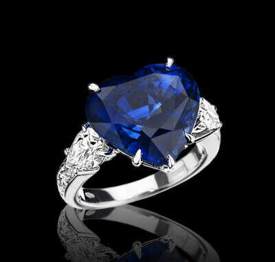 Кольцо из белого золота с синим сапфиром