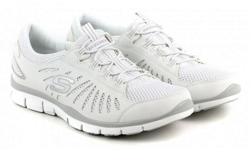 Белые кроссовки от Skechers