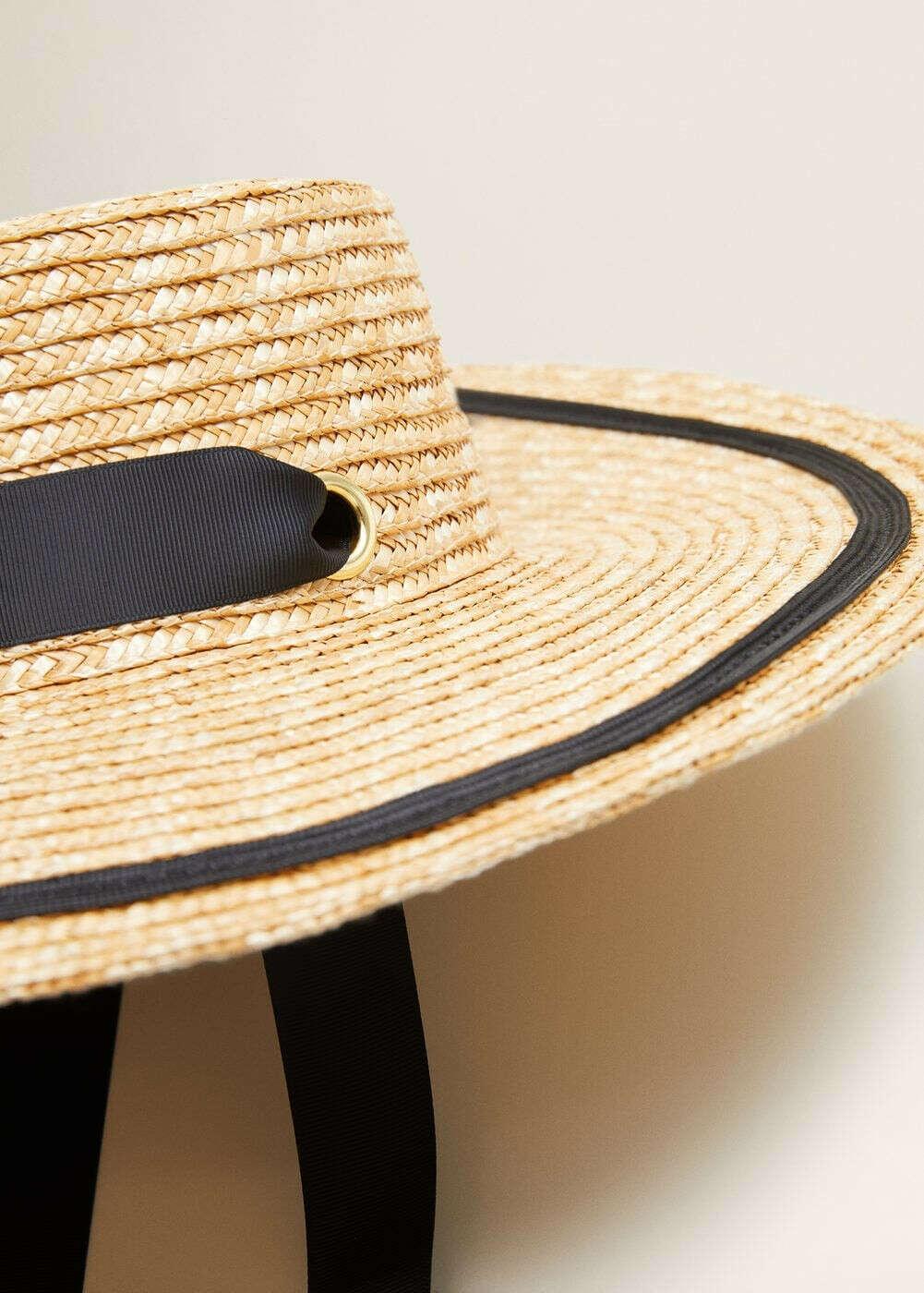 Шляпа с завязками и широкими полями