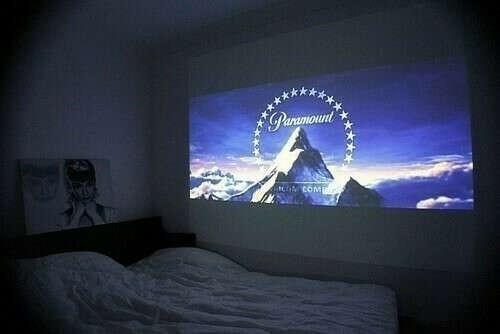 Смотреть кино на всю стену