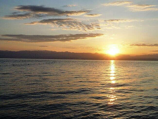 Встретить рассвет на берегу Босфорского пролива :)