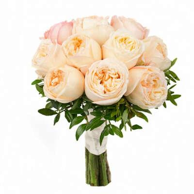 Букет пионовые розы