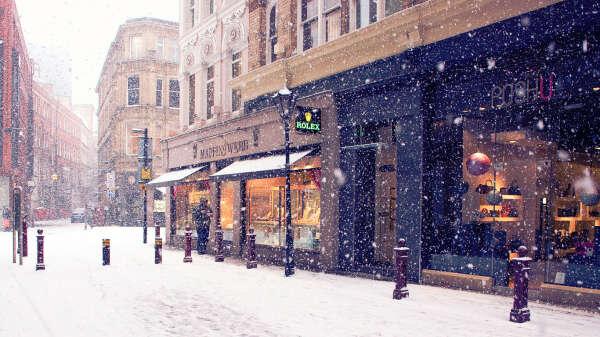 Гулять по заснеженным улицам...