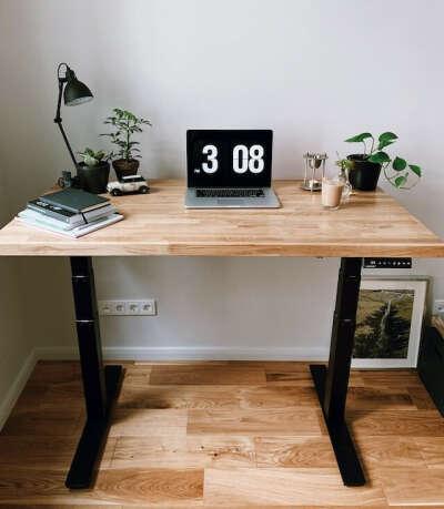 Столы с регулируемой высотой для работы