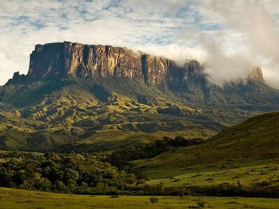 Увидеть гору Рорайма (стык Венесуэлы, Гайаны и Бразилии)