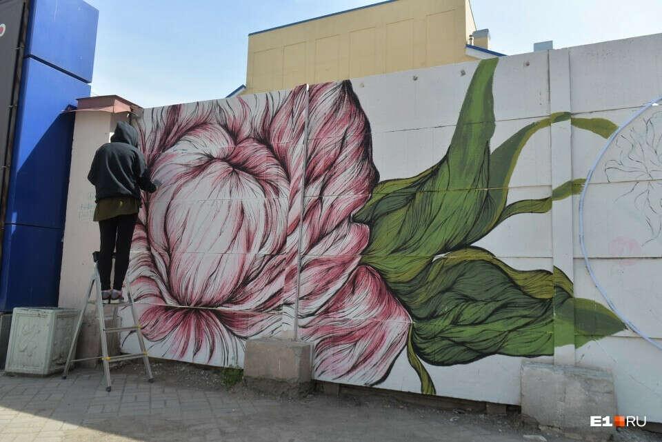 Найти стенку и сделать граффити