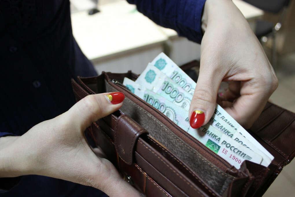 Иметь заработную плату 70000 руб в месяц